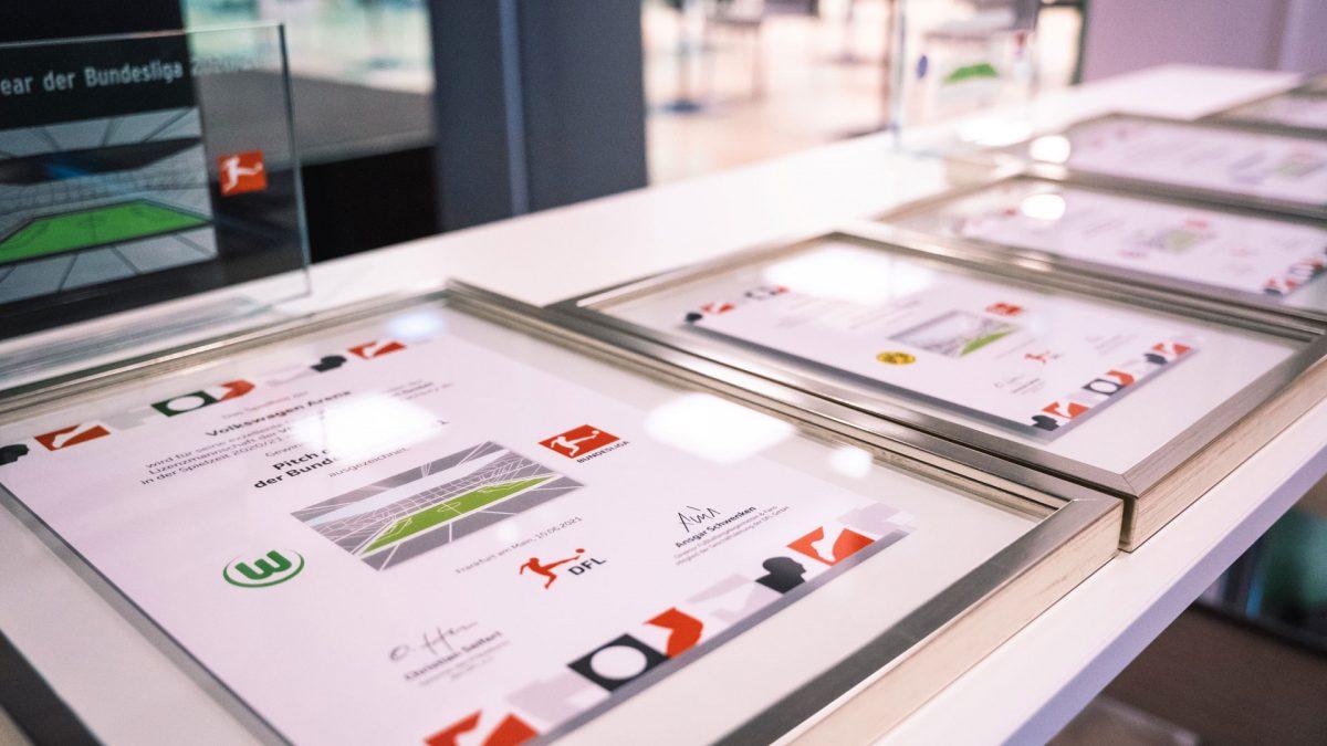 """Im Rahmen des Informationstreffens für Greenkeeper wurden die Preise und Urkunden zum """"Pitch of the Year""""-Award überreicht."""