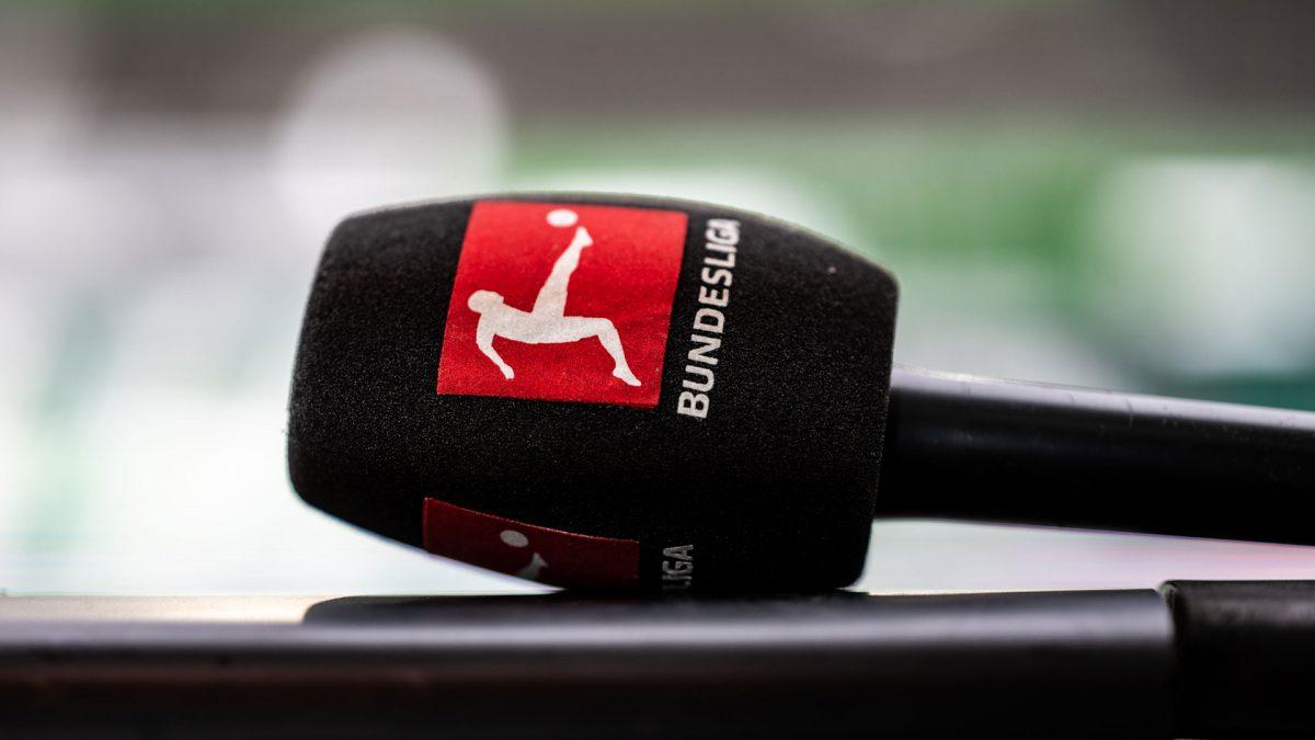 Microphone with Bundesliga logo on the pop field